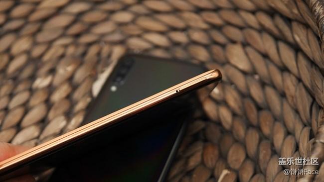 """内外兼""""U"""" 三星Galaxy A70首发评测"""