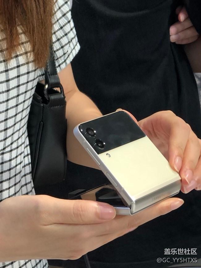 三星快闪店打卡❤️ 精致时尚单品!三星新款折叠手机